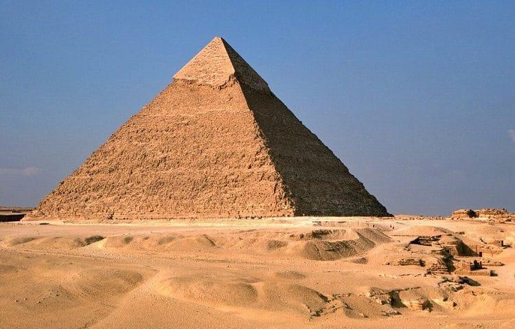 Пирамида Хефрена в комплексе Гизы