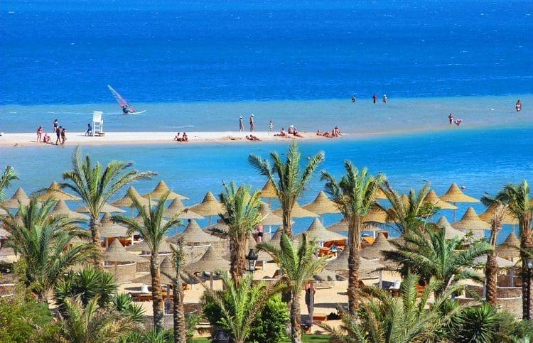 Сезон для пляжного отдыха на Красном море