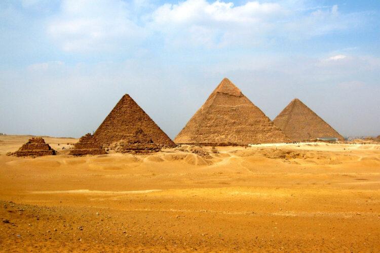 Великие пирамиды Гизы в Египте