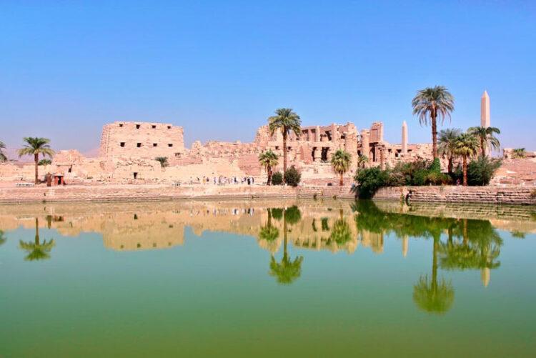 Озеро для омовений в Карнакском храме