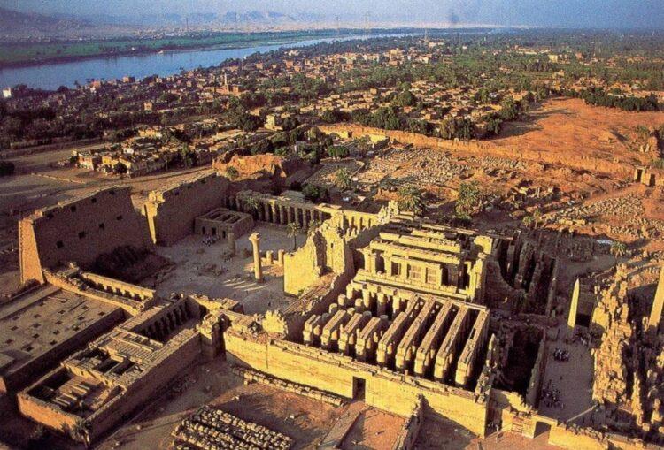 Карнакский храмовый комплекс в Луксоре